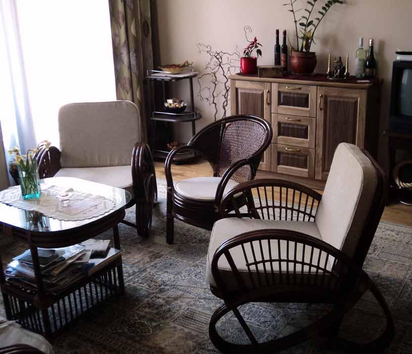 diófa és rattan szobabútor